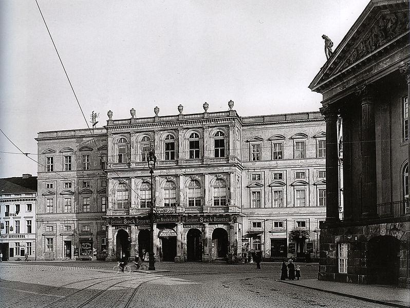 Potsdam, Palast Barberini aus nordwestlicher Richtung, Fotografie von 1907. By Ernst Eichgrün (1858-1925) [Public domain], via Wikimedia Commons